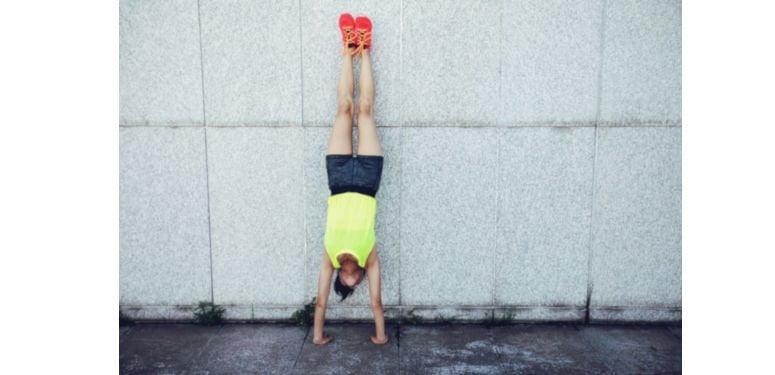 Exercício Desenvolvimento de Ombro para fazer sem peso